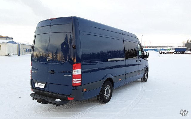 Mercedes-Benz Sprinter 11