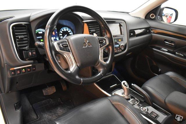 Mitsubishi Outlander PHEV 13