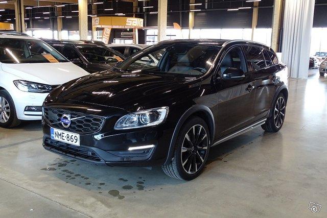 Volvo V60 Cross Country 1