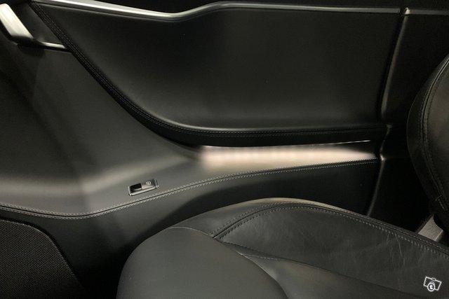 Tesla MODEL S 23