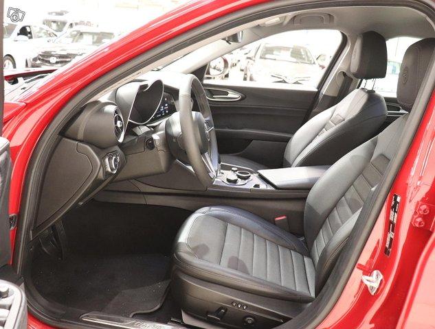 Alfa Romeo Giulia 9
