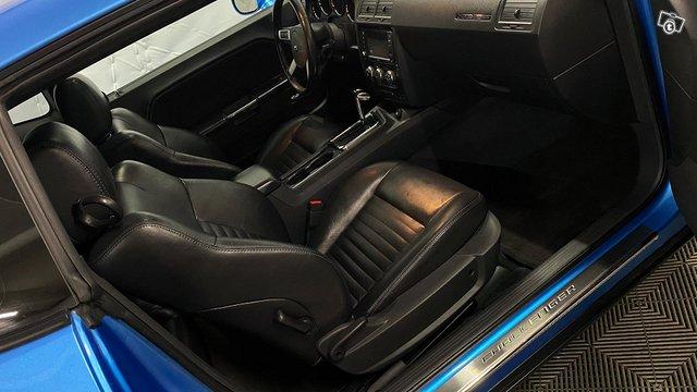Dodge Challenger 12