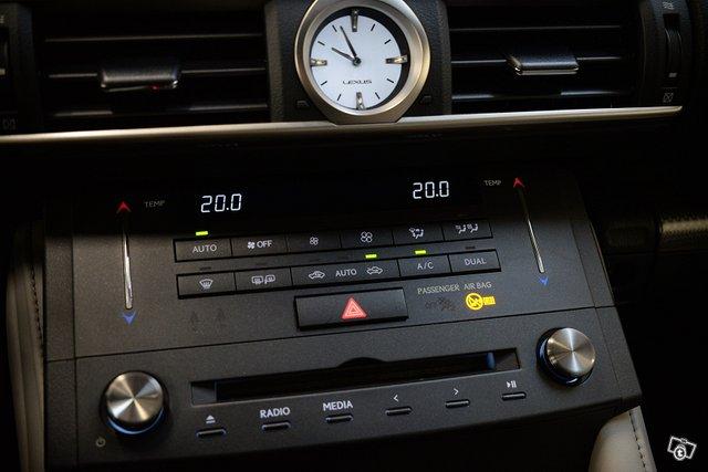 Lexus RC 19