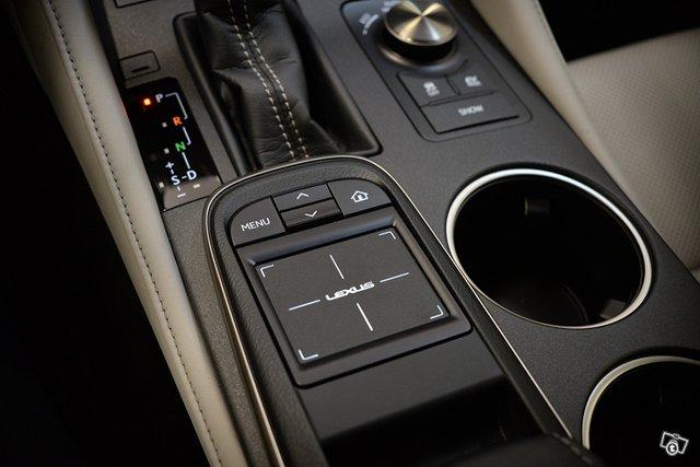 Lexus RC 21