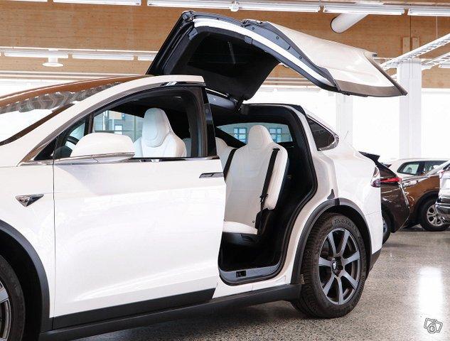 Tesla Model X 20