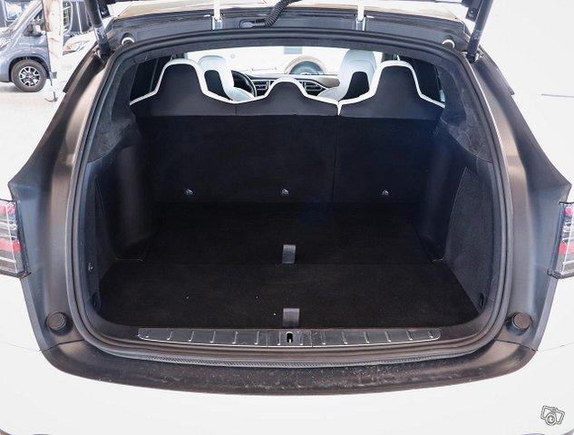 Tesla Model X 22