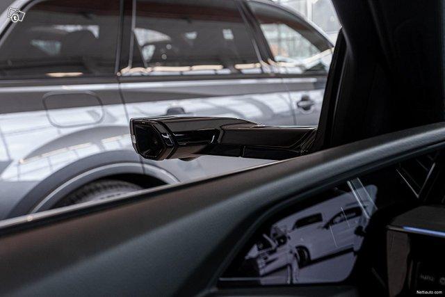 Audi E-tron 14
