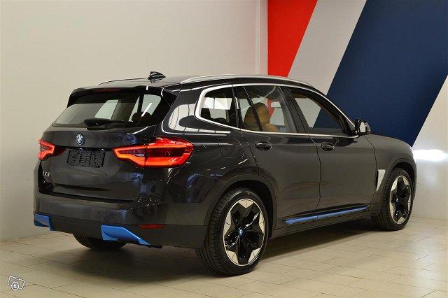 BMW IX3 8