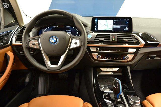 BMW IX3 16