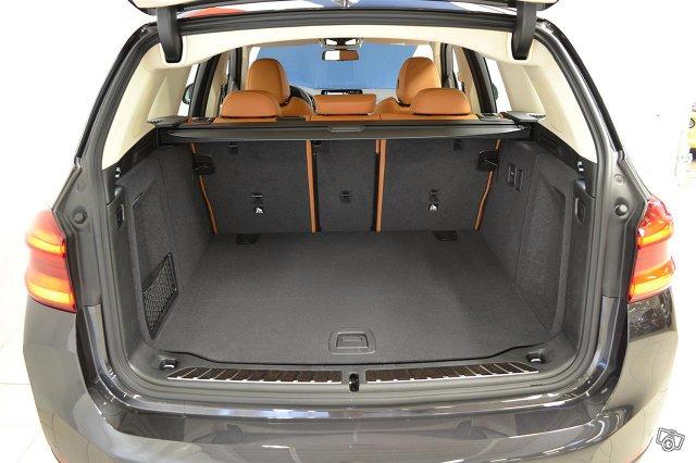 BMW IX3 25