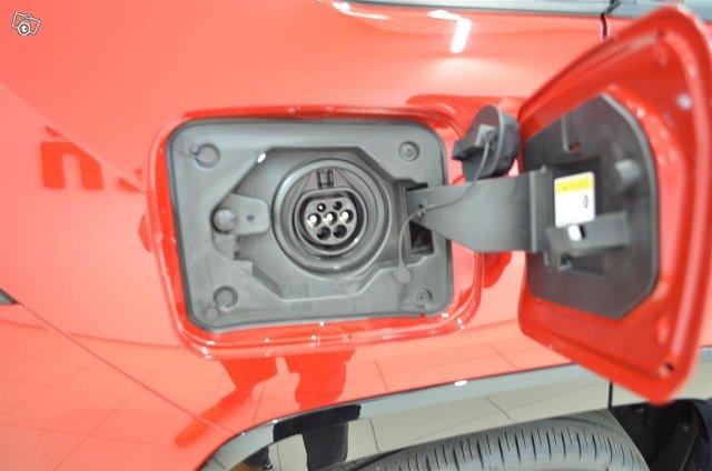 Toyota RAV4 Plug-in 13