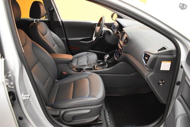 Hyundai IONIQ Plug-in 10