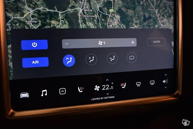 Tesla Model S 24