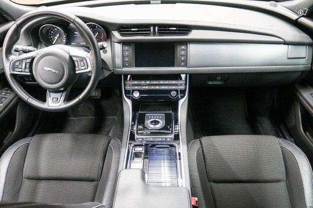 Jaguar XF 12