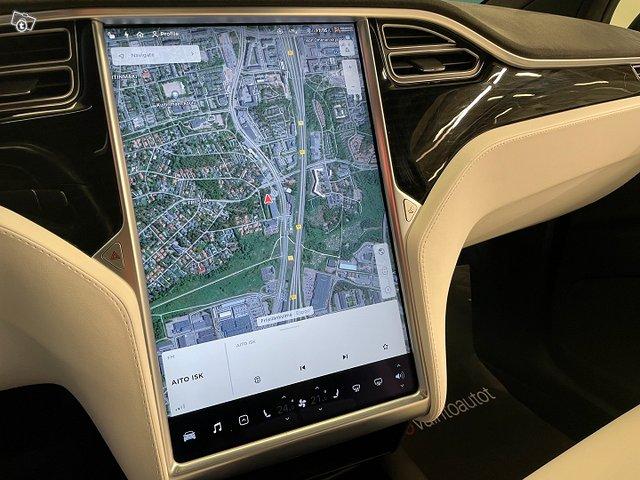 Tesla MODEL X 10