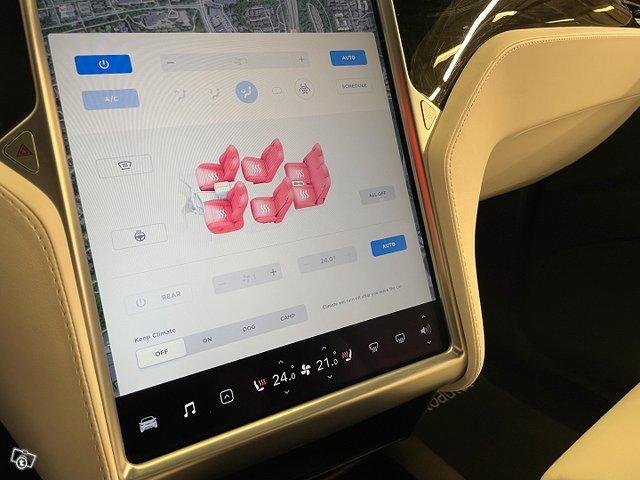 Tesla MODEL X 11