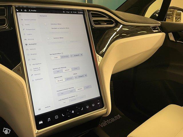 Tesla MODEL X 15