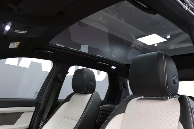 Land Rover Discovery Sport 5