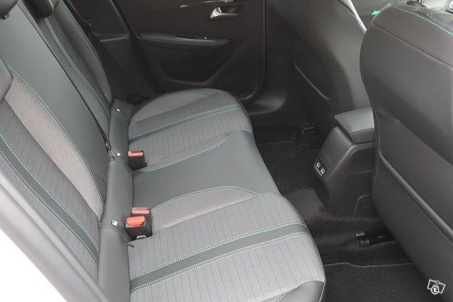 Peugeot 208 6