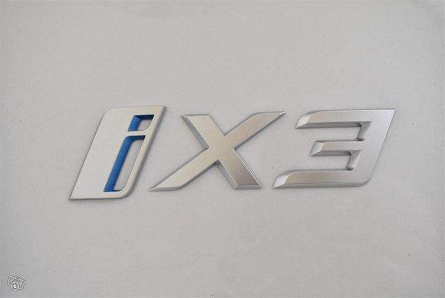 BMW IX3 10