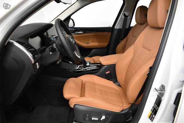 BMW IX3 14