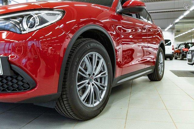 Alfa Romeo Stelvio 13
