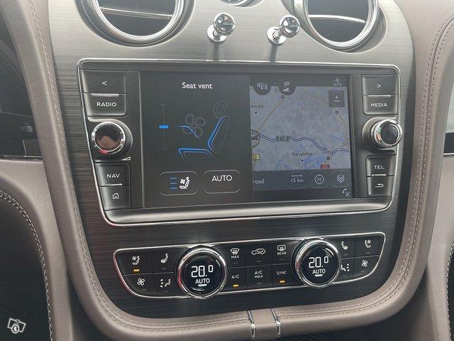 Bentley Bentayga Hybrid 13