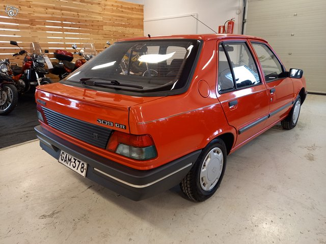 Peugeot 309 4