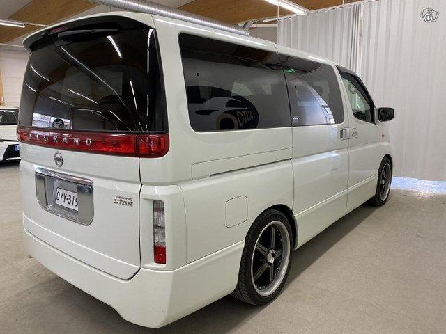Nissan Elgrand 5