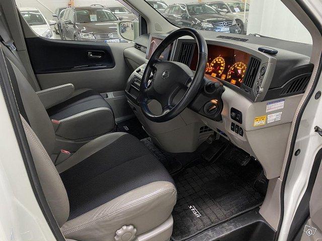 Nissan Elgrand 11