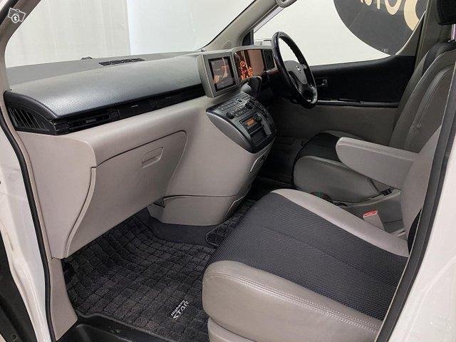 Nissan Elgrand 15