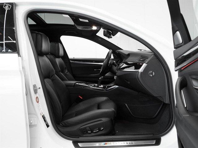 BMW M550 8