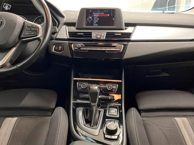 BMW 220 13