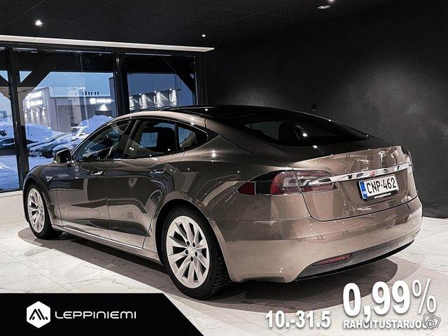 Tesla Model S 9
