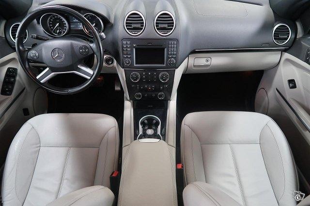 Mercedes-Benz GL 8