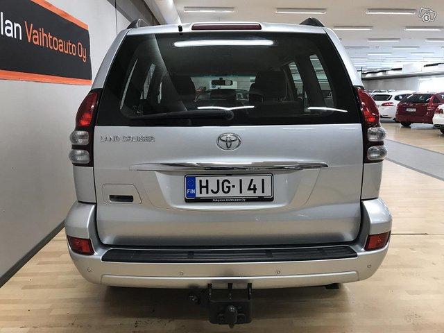 Toyota Land Cruiser 4