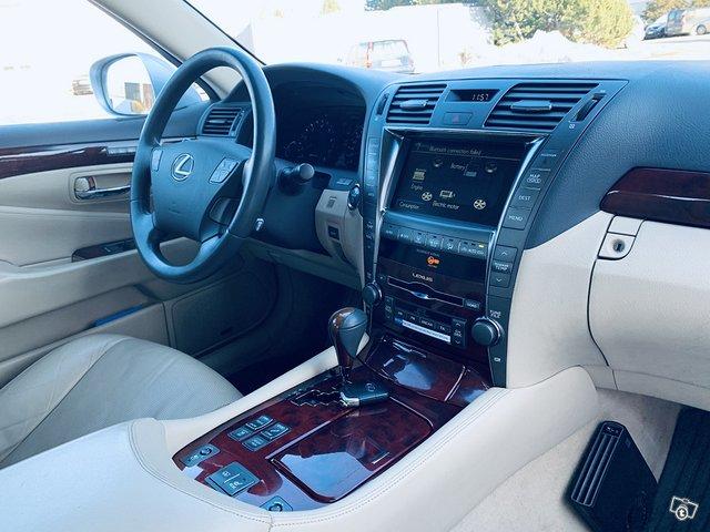 Lexus LS 10