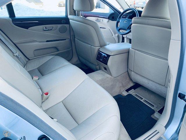Lexus LS 13