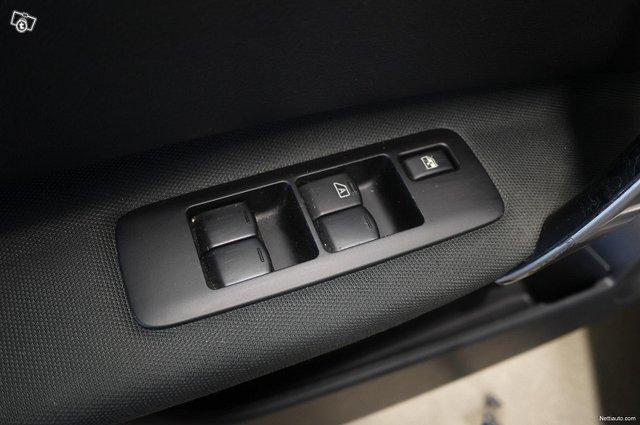 Nissan Qashqai+2 10