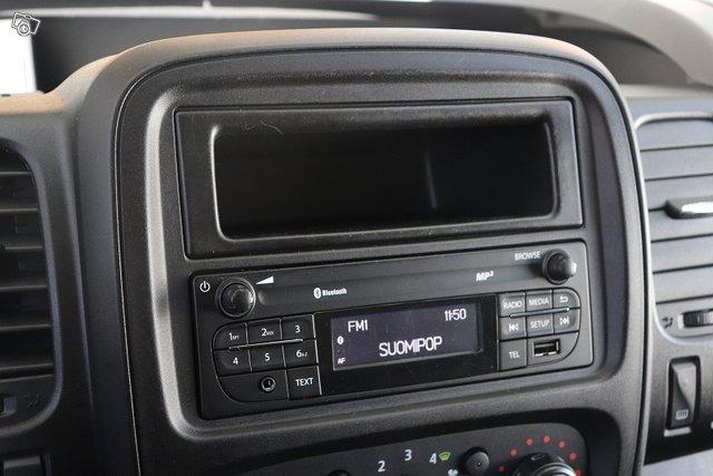 Nissan NV300 15