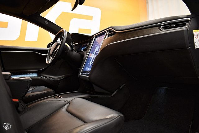 Tesla Model S 20