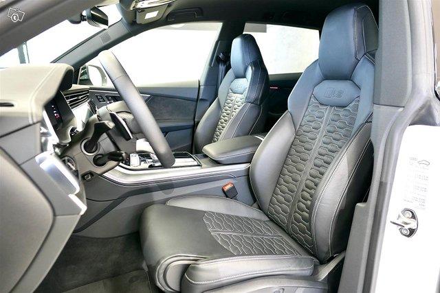 Audi RS Q8 9