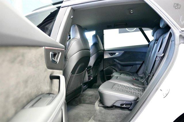 Audi RS Q8 10