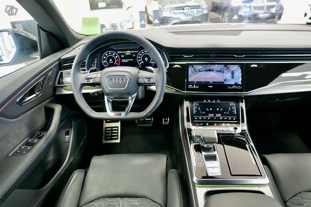Audi RS Q8 11