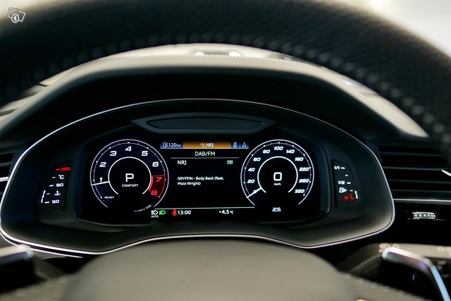 Audi RS Q8 13