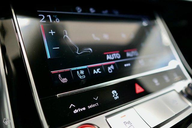Audi RS Q8 16