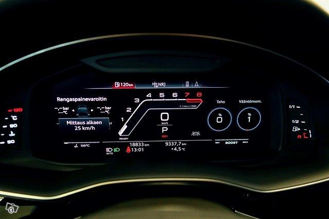 Audi RS Q8 19