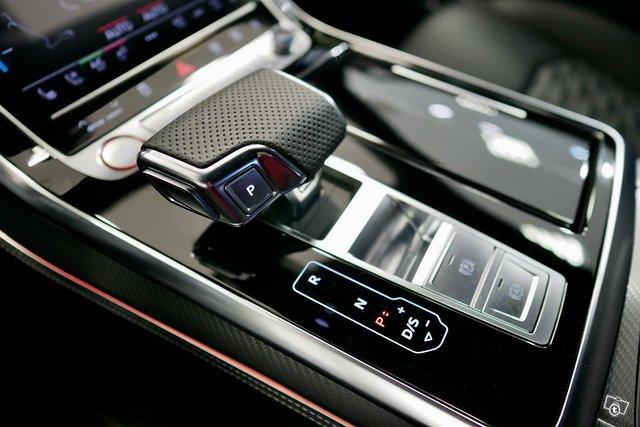 Audi RS Q8 21