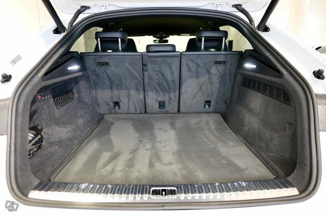 Audi RS Q8 24