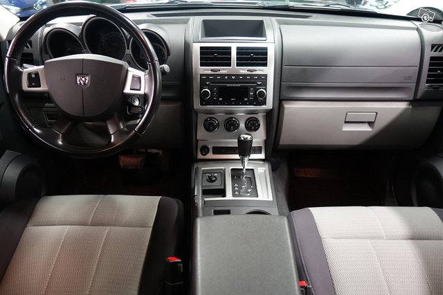 Dodge Nitro 8